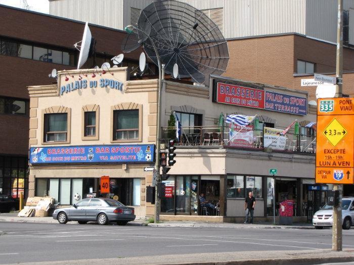Sport Bar Au Coin du Métro - Greater Montreal Area