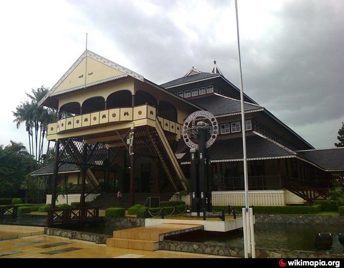 44+ Gambar Rumah Adat Betang Kalimantan Barat Terbaru