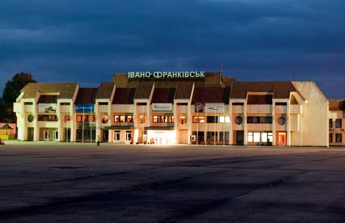 Відомий франківський активіст звинувачує Коломойського та його прикарпатських приспішників у відсутності лоукостів в місцевому аеропорту
