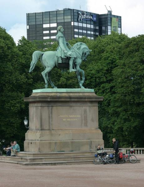 カール3世ヨハン(ノルウェー国王)の騎馬像 - オスロ